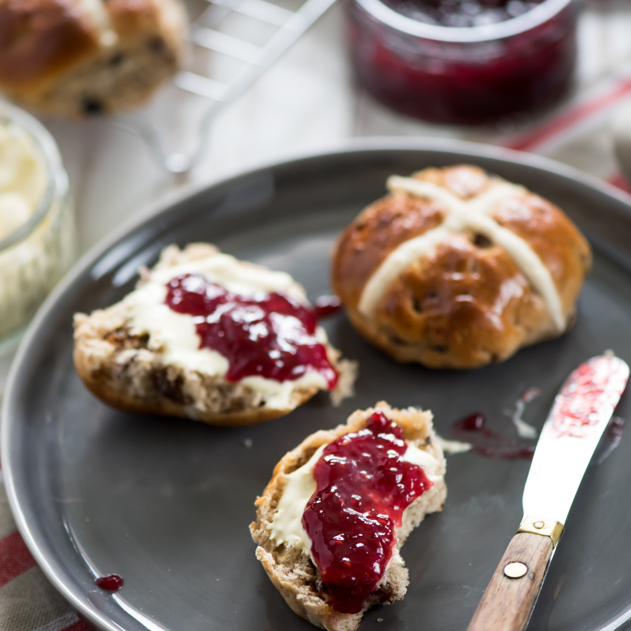 Hot cross buns aux raisins secs